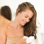 Waschen der Haare und der Kopfhaut. Welche Kosmetikprodukte sollten Sie verwenden